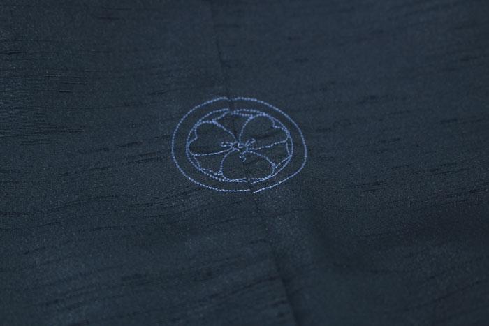 男の紬にオシャレ着として家紋