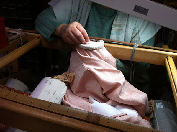京縫いの刺繍紋