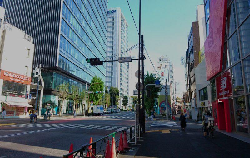 明治通りを新宿に向かって歩きます。